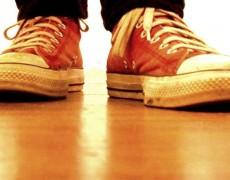 Γιατί πρέπει να βγάζουμε -πάντα- τα παπούτσια όταν μπαίνουμε σπίτι