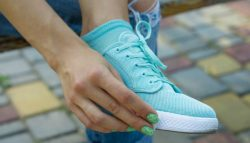 Να τι πρέπει να κάνετε για να μην μυρίσουν ποτέ ξανά τα παπούτσια σας!